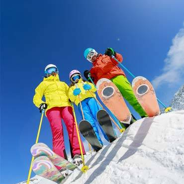 scuola-sci-livigno-italy-ski-family-friend-group-lesson.jpg